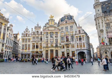 Brussels, Belgium - May 13, 2015: Many Tourists Visiting Famous Grand Place (grote Markt) Of Brussel