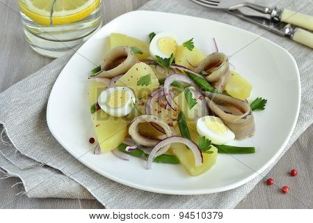 Salad with potatoes, anchovies, quail eggs, beans and onions