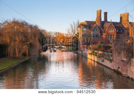 CAMBRIDGE, UK - JANUARY 18, 2015: River Cam and tourist's boats at sunset
