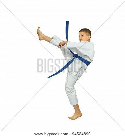 Little athlete is beating blow mae-geri
