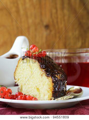 sponge cake with chocolate ganache and fresh berries