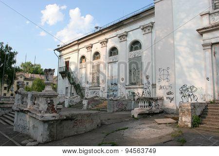 Abandoned houses, ruins 3