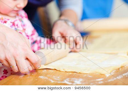 Closeup da família torta de cozimento