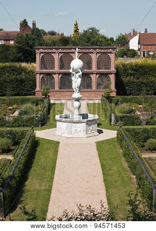 The Restored Elizabethan Garden At Kenilworth Castle, Kenilworth, Warwickshire, England, Uk
