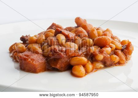 Baked beans in tomato sauce on white