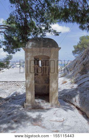 picture of an sentry box in santa barbara castle