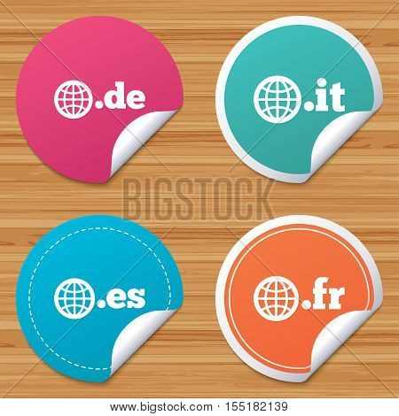 Round stickers or website banners. Top-level internet domain icons. De, It, Es and Fr symbols with globe. Unique national DNS names. Circle badges with bended corner. Vector