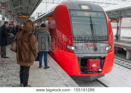 MOSCOW - NOVEMBER 1: Passengers standing on platform near