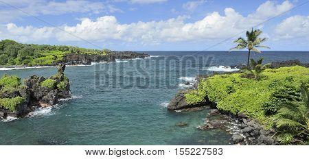 Coastline of the Waianapanapa State Park in Maui, Hawaii