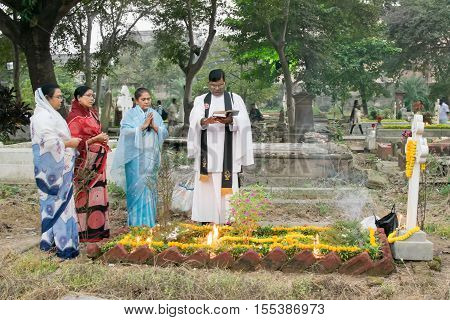 KOLKATA WEST BENGAL INDIA - NOVEMBER 2ND 2014 : Priest and relatives at