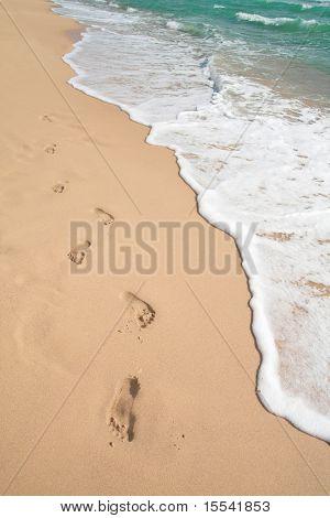 Playa, onda y pasos