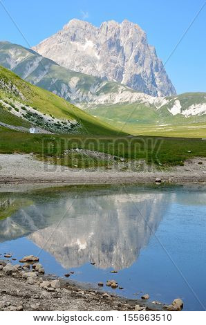The reflect of the Gran Sasso on the blue lake