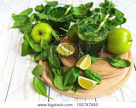Healthy Green Smoothie With Spinach, Lime And Apple