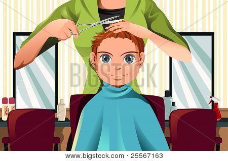 Junge bekommen einen Haarschnitt
