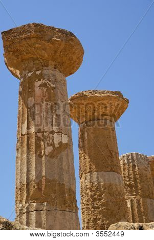 Column Of Temple Of Ercole