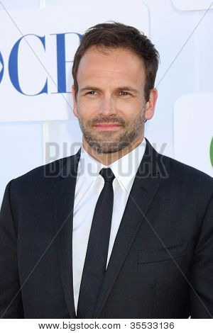 LOS ANGELES - JUL 29:  Jonny Lee Miller arrives at the CBS, CW, and Showtime 2012 Summer TCA party at Beverly Hilton Hotel Adjacent Parking Lot on July 29, 2012 in Beverly Hills, CA