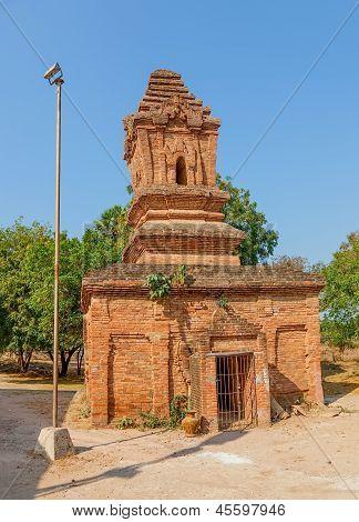 Shwezigon Pagoda complex