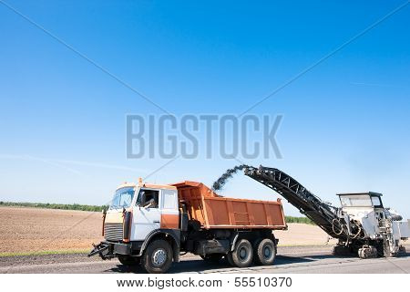 Milling machine remove crushing asphalt into Dump Truck