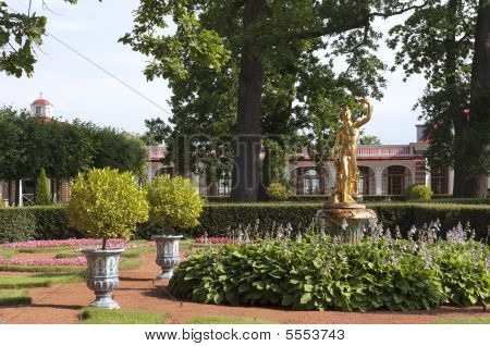 Gardens Of Peterofs Palace Russia