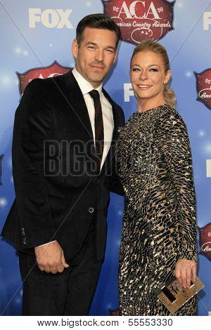 LAS VEGAS - DEC 10:  Eddie Cibrian, LeAnn Rimes at the 2013 American Country Awards at Mandalay Bay Events Center on December 10, 2013 in Las Vegas, NV