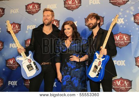 LAS VEGAS - DEC 10:  Lady Antelbellum, Charles Kelley, Hillary Scott, Dave Haywood at the 2013 American Country Awards Press Room at Mandalay Bay Events Center on December 10, 2013 in Las Vegas, NV