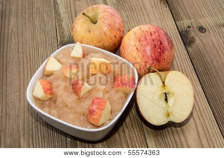 Applesauce With Apples