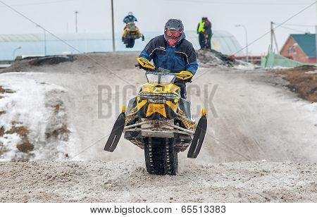 Snowmobiles racing