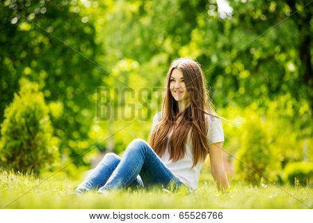 The Young Woman To Spend A Relaxing Day In Nature
