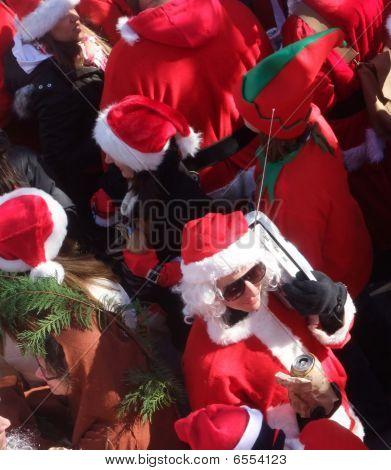 Santacon Sammlung von Santas, Brooklyn, Dezember 1