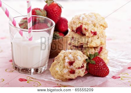 Shortcake cookies with strawberries