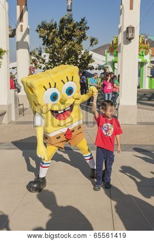 Los Angeles-usa, October, 3: Cartoon Character Sponge Bob Playing With Little Asian Boy At Universal
