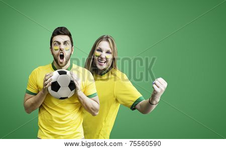 Brazilian fan couple celebrates on green