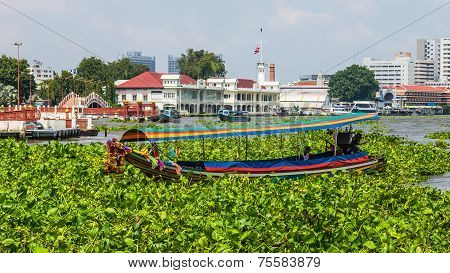Tourist boat on the Chao Phraya River