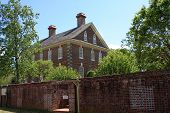 image of virginia  - old colonial house in Yorktown - JPG