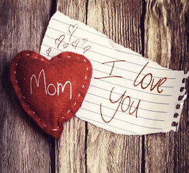 pic of i love you mom  - I Love You Mom written on a peace of paper and a heart on a wooden background - JPG