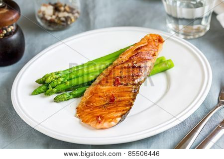 Grilled Chilli Salmon with steamed Asparagus