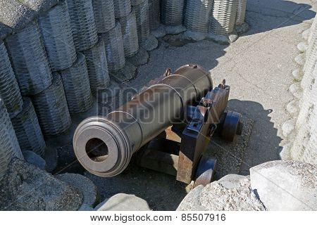 Retro Black Metal Gun
