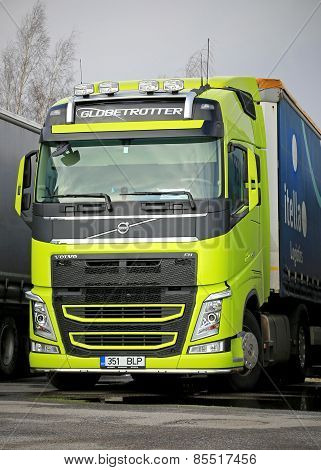 Volvo FH Truck Tractor In Highly Visible Lime Green