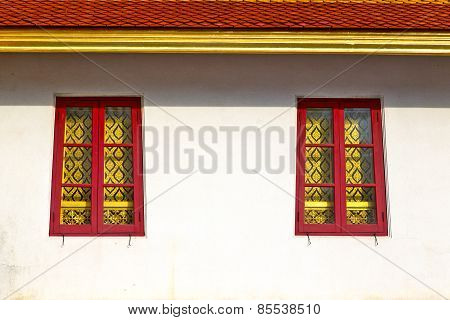 Window   In  Gold    Temple    Red