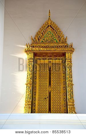 Window   In  Gold    Temple    Bangkok  Door
