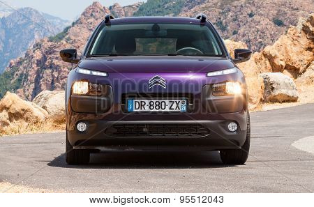 Dark Purple New Citroen C4 Cactus, Frontal View