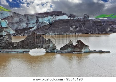 Mirror Lake, formed as a result of thawing of a glacier Vatnaj���¶kull glacier spurs. Iceland in July. Skaftafell National Park