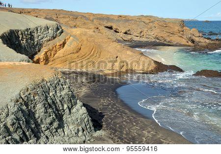 Traversing Djeu By The Beach