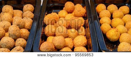 Ruddy Crispy Cheese Balls With Spices