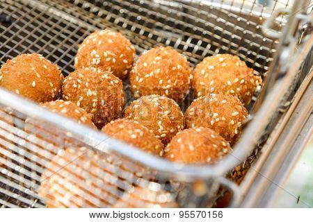 Ruddy Crispy Cheese Balls