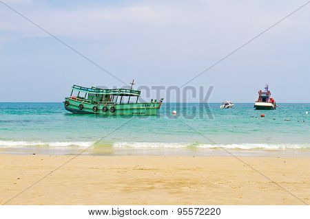 Speedboat and fishing boat parking