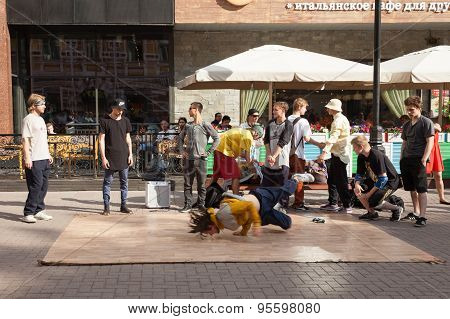 Breakdance crew on the Arbat Street