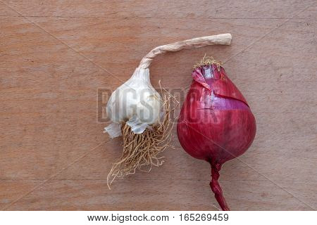 picture of a garlic and spanish onion on wood background