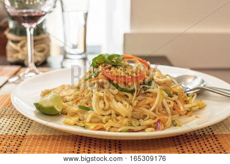Pad Thai Kai, Thailandese noodle dish, served in a restaurant. Selective focus