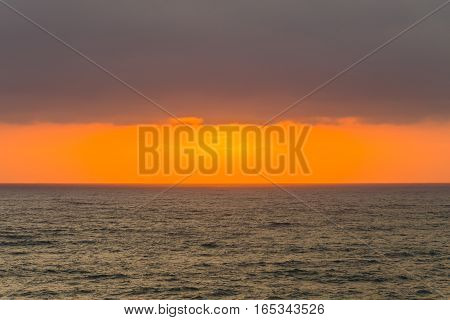 Ocean horizon clouds dawn sunrise rays colors contrasted seas landscape